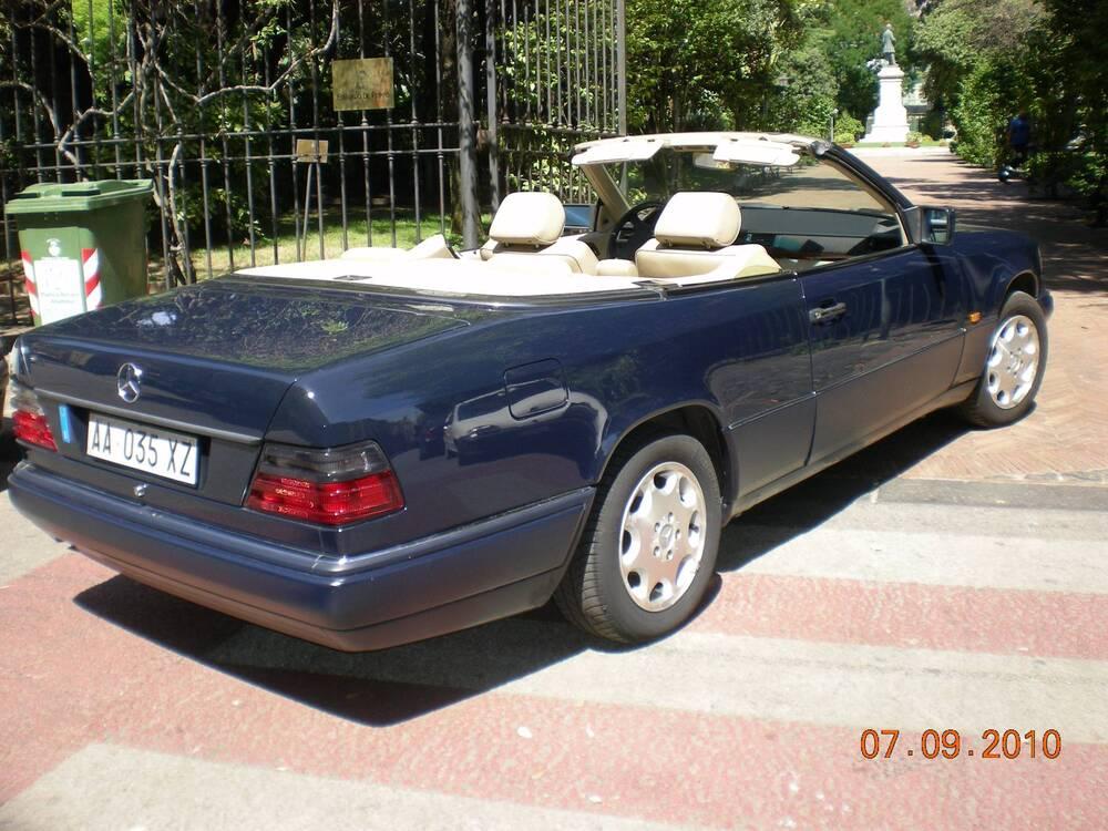 E 200 cabrio d'epoca del 1994 a Salerno (2)