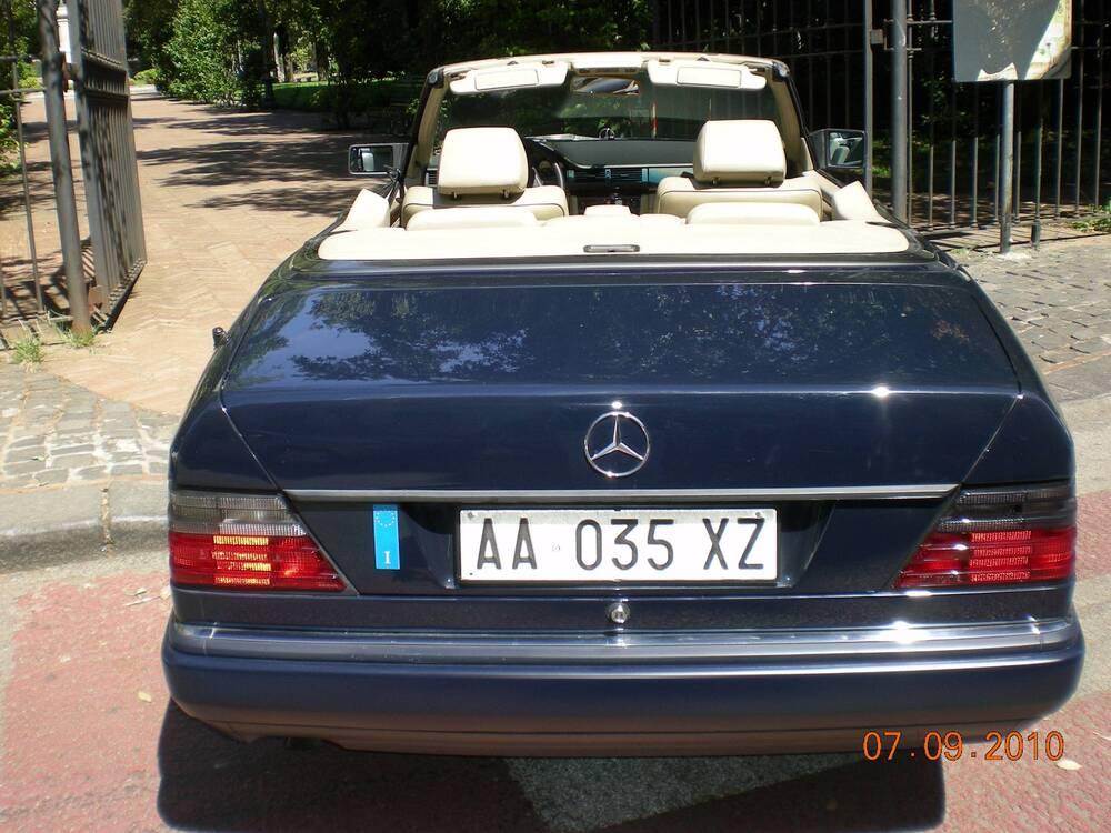 E 200 cabrio d'epoca del 1994 a Salerno (3)