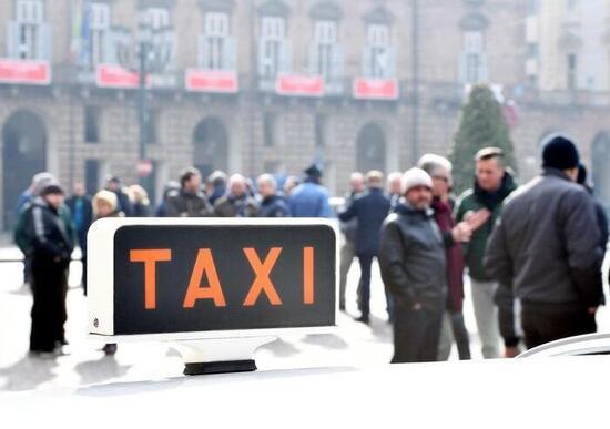 Un registro per le app, il Governo tenta mediazione con i taxi