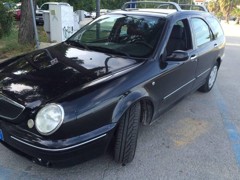Lancia Lybra Station Wagon JTD cat S.W. Business del 2003 usata a Vasto
