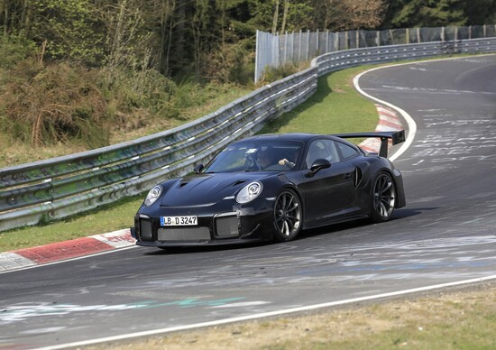nuova porsche 911 gt2 in pista al nurburgring news. Black Bedroom Furniture Sets. Home Design Ideas